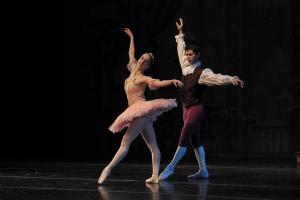 ballerina2dancers